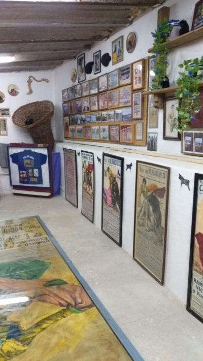 Exposició d'homenatge al Club Taurí Villafranca.