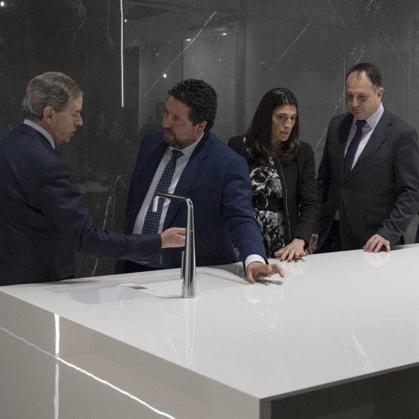 La Diputación refuerza en Qualicer el impulso a la innovación  de la cerámica de Castellón