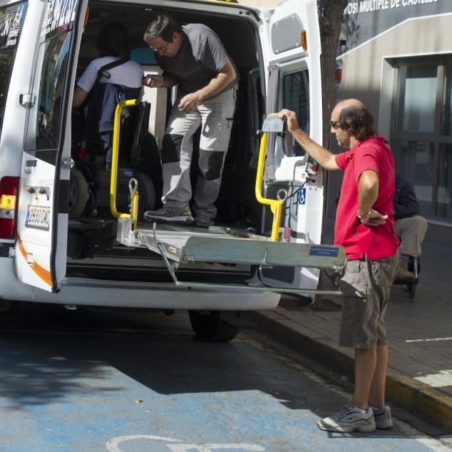Diputación garantiza el servicio de transporte adaptado a usuarios