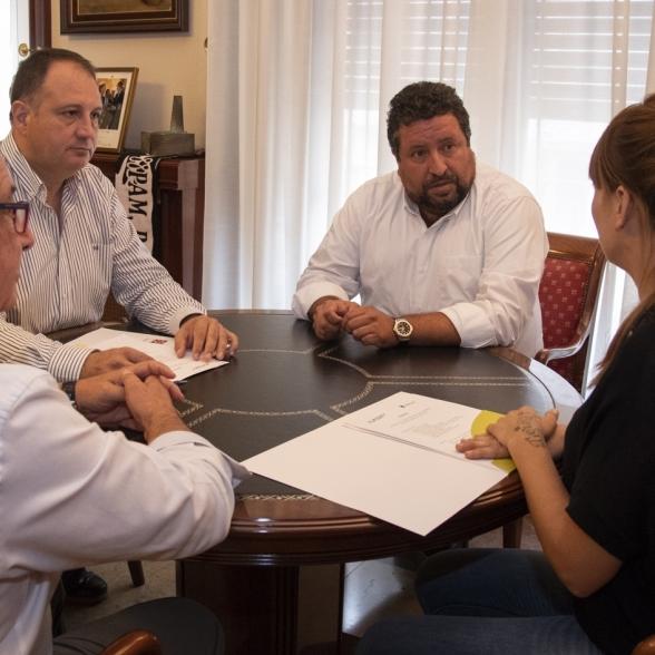 Moliner se reúne con el alcalde de Oropesa del Mar