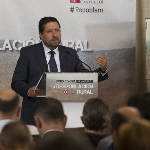 Moliner exporta el trabajo de la Diputación contra la despoblación