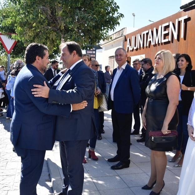 Moliner inaugura l'Ajuntament de San Rafael del Río