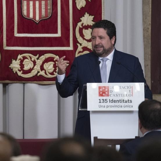 Moliner presenta la conferencia de Fernando Jáuregui para conmemorar los 40 años de Constitución