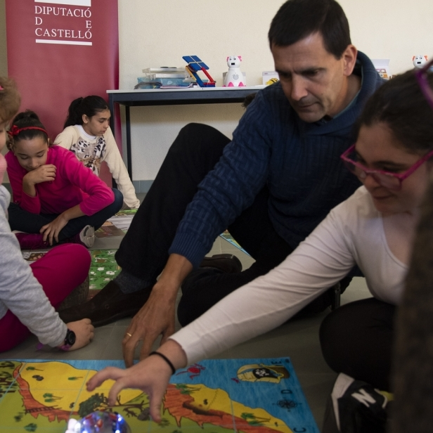 La Diputació promou l'innovador projecte 'Robòtica per la igualtat'