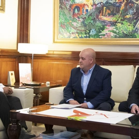 Moliner se reúne con el alcalde de Ayódar