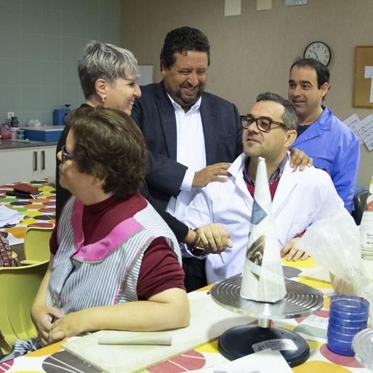Moliner se reúne con Afanias en el Centro Ocupacional de Penyeta prestando servicio al máximo