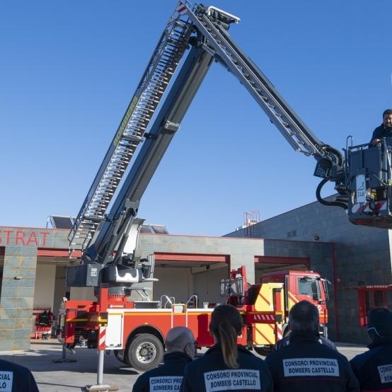 El Consorci Provincial de Bombers reforça amb un vehicle per a rescats en altura