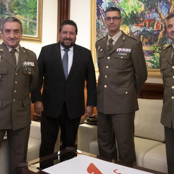 Moliner se reúne con el general Miguel Ángel Guil García