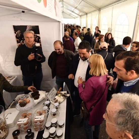 Moliner inaugura la Mostra de la Trufa Negra de l´Alt Maestrat en Catí