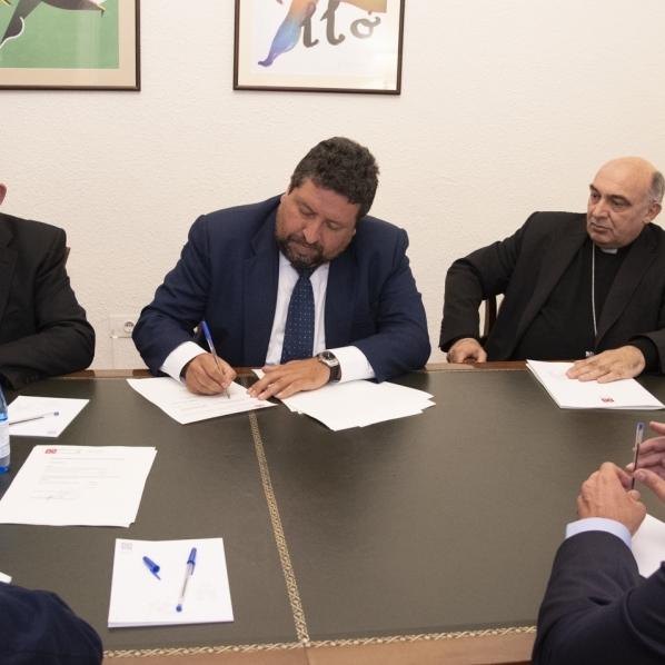Diputación firma un convenio con los dos obispos de la provincia