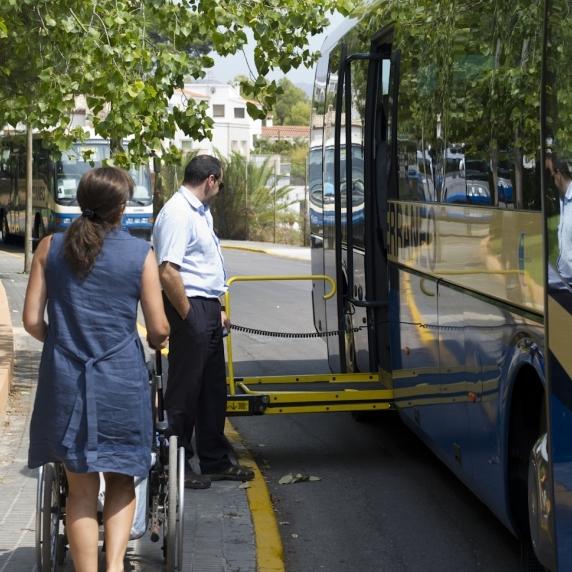 Diputación aprueba el servicio de transporte adaptado a personas con discapacidad