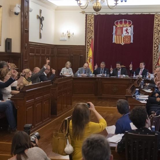 Moliner completa en l'últim Ple ordinari de la legislatura