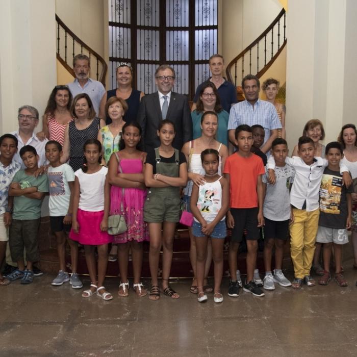 Martí recibe a los 33 niños y niñas saharauis que pasan el verano en hogares de la provincia