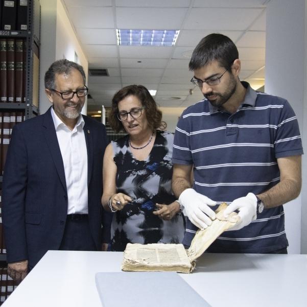 """Martí comprova l'""""excepcionalitat"""" de la troballa de l'exemplar de Lluís Vives del segle XVI"""