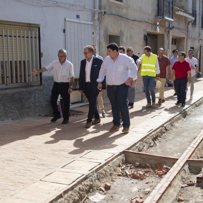 Martí visita las obras de urbanización de viales en la villa amurallada de Mascarell, en Nules