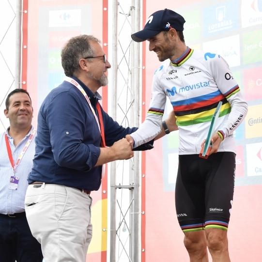 José Martí mostra la seua disposició a continuar donant suport a la Volta Ciclista a Espanya