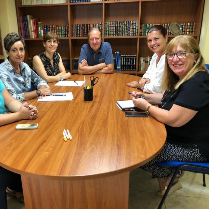 Patricia Puerta visita el centre de dia de l'Associació d'Alcohòlics Rehabilitats