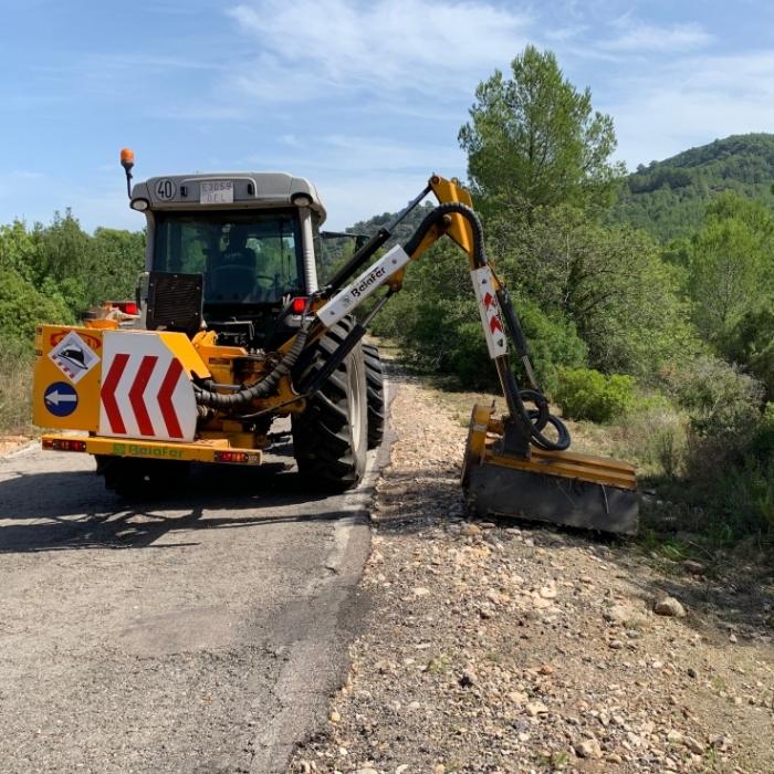 Comencen els treballs de neteja de marges i d'eliminació de sots en el vial Cabanes-Orpesa