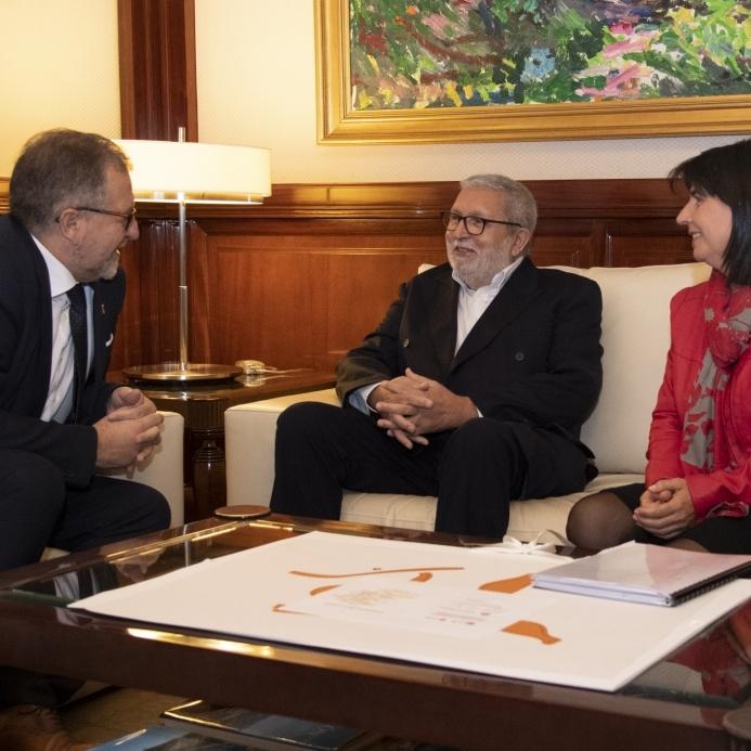 El president de la Diputació anima l'alcalde de Teresa a sol·licitar una unitat de respir
