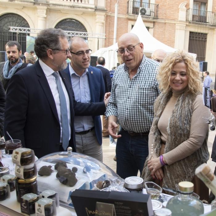 La Diputació plena de gastronomia local la plaça de les Aules amb el Mercat de la Trufa de Castelló Ruta de Sabor