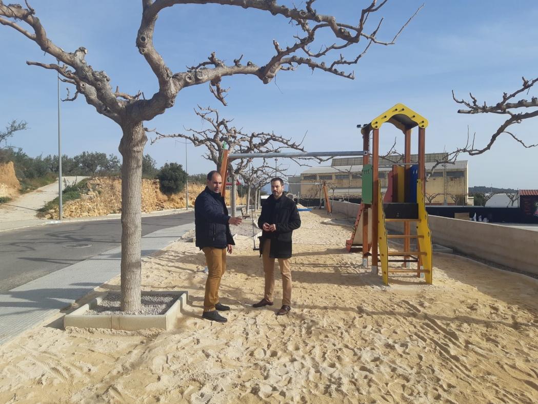 Ximo Huguet visita en Traiguera la ampliación del parque infantil y la mejora de las zonas deportivas sufragadas con cargo al Plan 135 de la Diputación