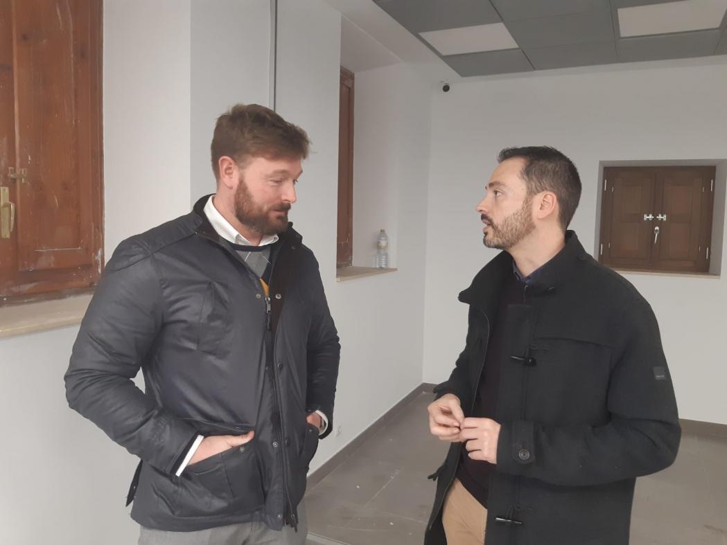 Ximo Huguet visita en Sant Jordi las obras realizadas en el Ayuntamiento con cargo al Plan 135