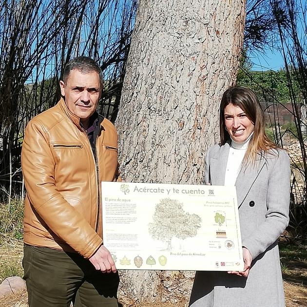 María Jiménez entrega cinco paneles informativos de árboles monumentales en el Alto Palancia