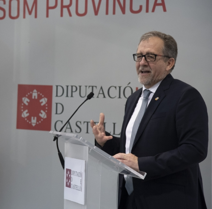 José Martí visita en Cevisama los estands de más de 40 empresas de la provincia para manifestar el apoyo de la Diputación al sector cerámico