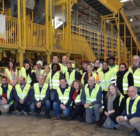 El diputado provincial de Residuos y Reciclaje visita la planta de tratamiento textil de la cooperativa KOOPERA