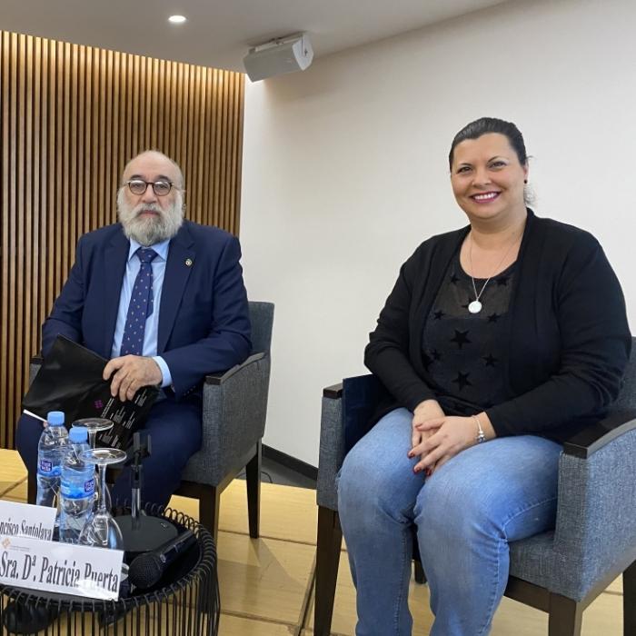 Patricia Puerta destaca la importància dels psicòlegs per a identificar i afrontar els riscos que generen les noves tecnologies