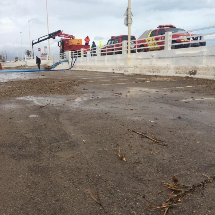 Els bombers de la Diputació finalitzen l'evacuació d'aigua en la via pública a Almassora, la localitat més afectada per la pluges de les últimes hores