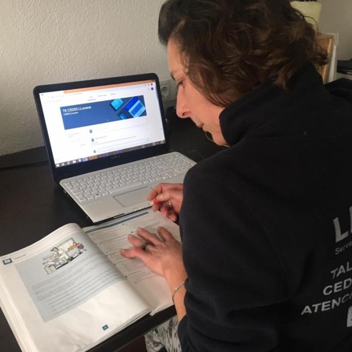 El alumnado de los talleres de asistencia sociosanitaria de los CEDES de la Diputación retoma las clases en formato on-line