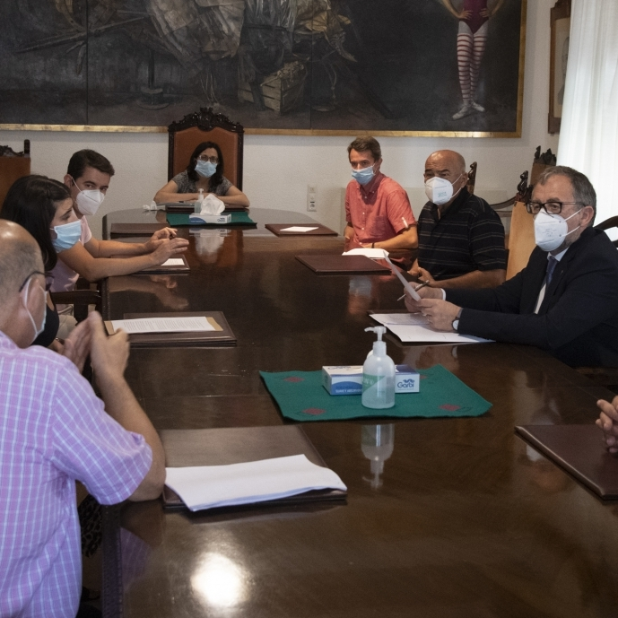 El sector del transport de viatgers trasllada a José Martí la gravetat de la crisi que travessa per la Covid-19
