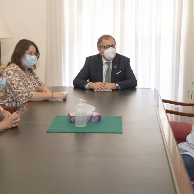 José Martí i Ruth Sanz reben a la Societat Castellonenca de Cultura