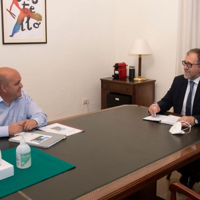 El presidente de la Diputación destaca el aumento de recursos que recibirá Ayódar gracias al Fondo de Cooperación Municipal y al plan para paliar la Covid-19