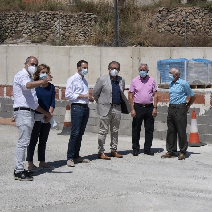 La Diputación invierte en Villanueva de Viver 39.000 euros en la construcción de un escenario y en la mejora de la seguridad de la carretera de Barracas