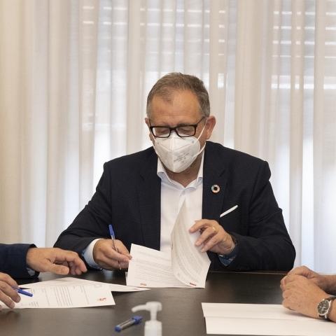 La Diputación y el Colegio de Arquitectos Técnicos suscriben un convenio para reforzar la cooperación científica y cultural vinculada a la cerámica