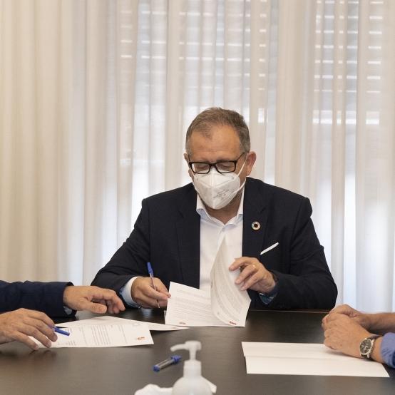 La Diputació i el Col·legi d'Arquitectes Tècnics subscriuen un conveni per a reforçar la cooperació científica i cultural vinculada a la ceràmica