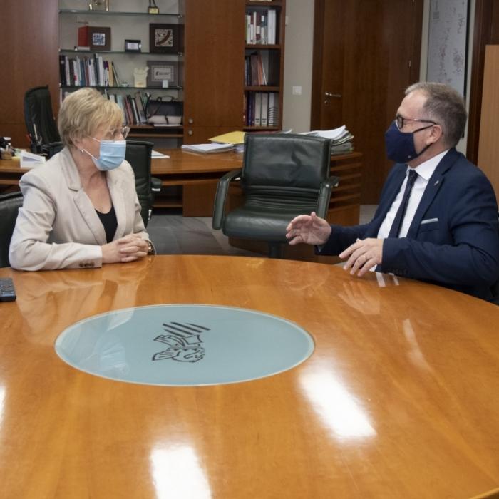 El presidente de la Diputación traslada a la consellera de Sanidad el proyecto de constitución del Instituto de Investigación Sanitaria de Castellón