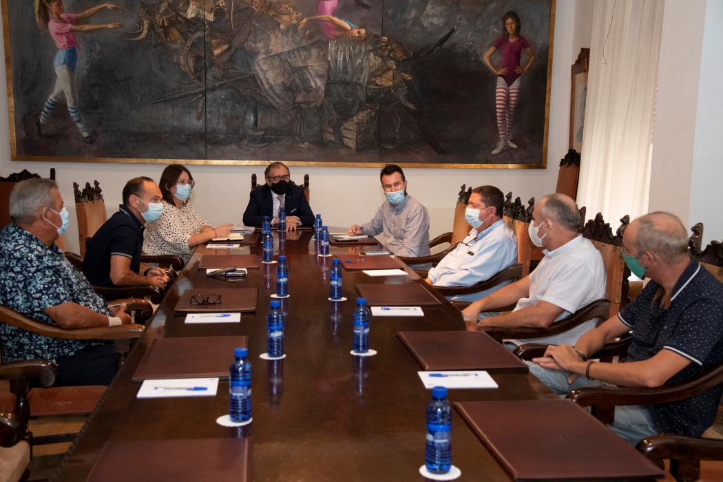 La Diputación de Castellón celebra por primera vez de forma oficial el 9 d'octubre con el disparo simultáneo de cinco castillos