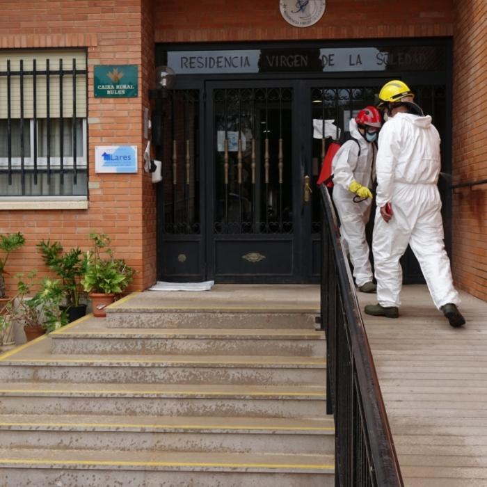 El Consorcio Provincial de Bomberos desinfecta las localidades de Nules y Vinaròs para reforzar las acciones frente a la pandemia de la Covid-19