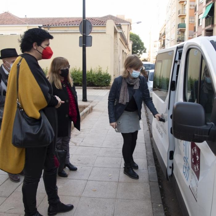 La Diputación colabora en la adquisición de un vehículo de transporte adaptado para el centro de día de enfermos mentales