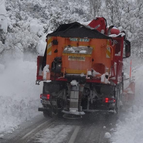 El Consorcio de Bomberos refuerza con más maquinaria las medidas contra el hielo en las carreteras