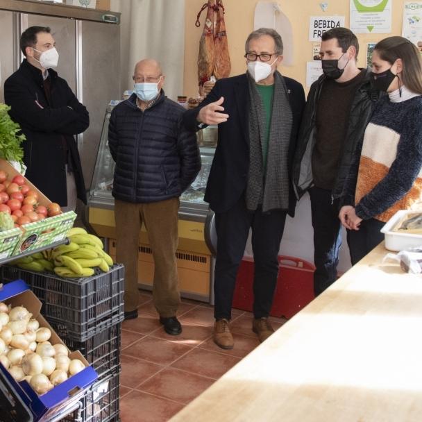 José Martí destaca que la inversión de 120.000 euros permitirá la apertura de siete tiendas multiservicio en el interior y la renovación de otras cinco