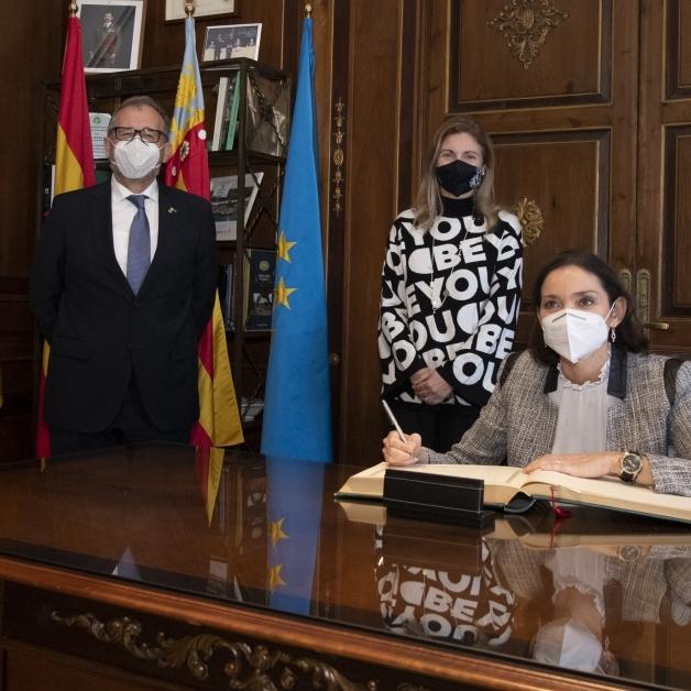 """José Martí subraya el apoyo de la ministra de Industria a la cerámica de Castellón como motor """"estratégico"""" en la recuperación económica de España"""