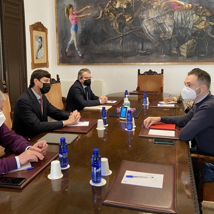 La Diputación reforzará la promoción del uso de la cerámica en ámbitos urbanos fuera de la provincia