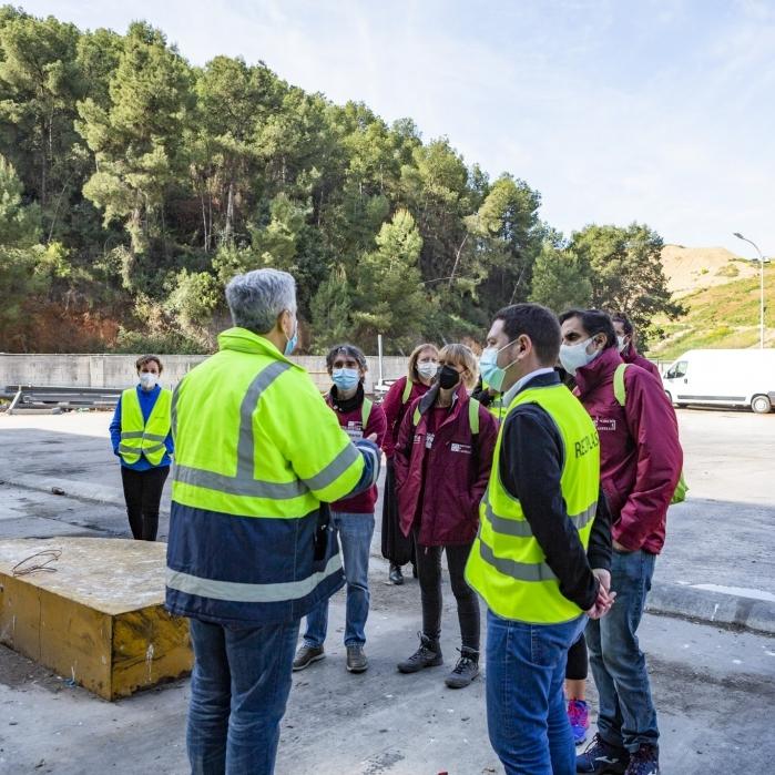 Educadores ambientales del Consorcio C2 visitan la planta de Reciplasa para conocer la gestión de residuos de la zona