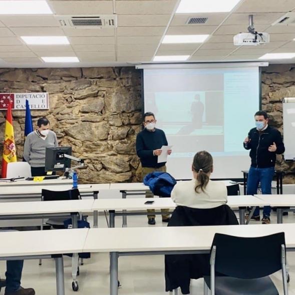 Garcia presenta el proyecto de recogida selectiva puerta a puerta de la Diputació a los ediles del interior
