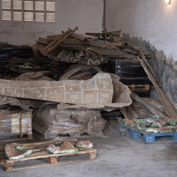 Apareixen abandonades en el cotxetón provincial 8.000 peces de ceràmica d'un mural de Ripollés que la Diputació va comprar fa 21 anys per 140.000 euros