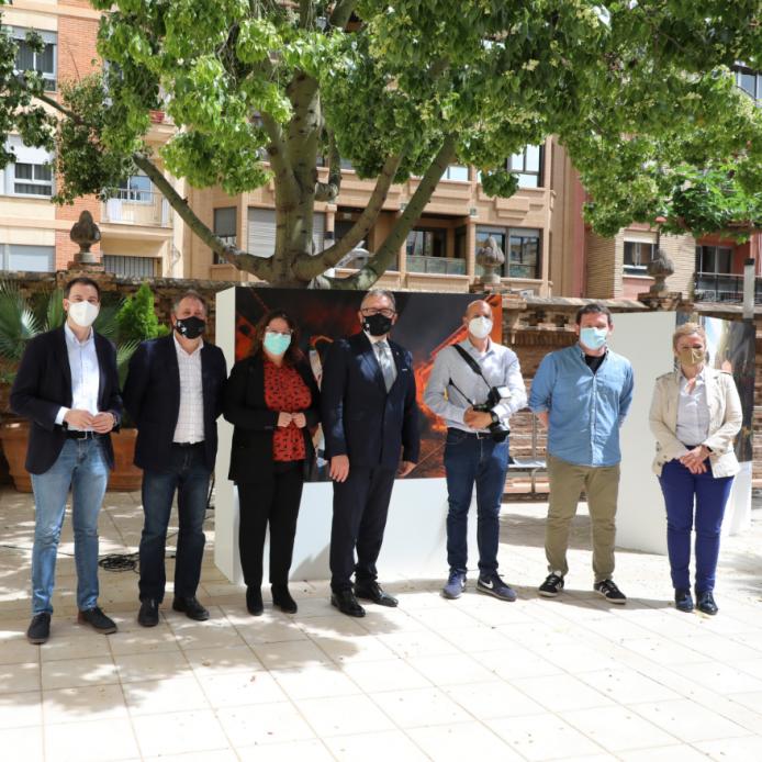 La Diputació reuneix en una exposició fotogràfica les tradicions castellonenques més representatives com a preludi del Dia de la Província